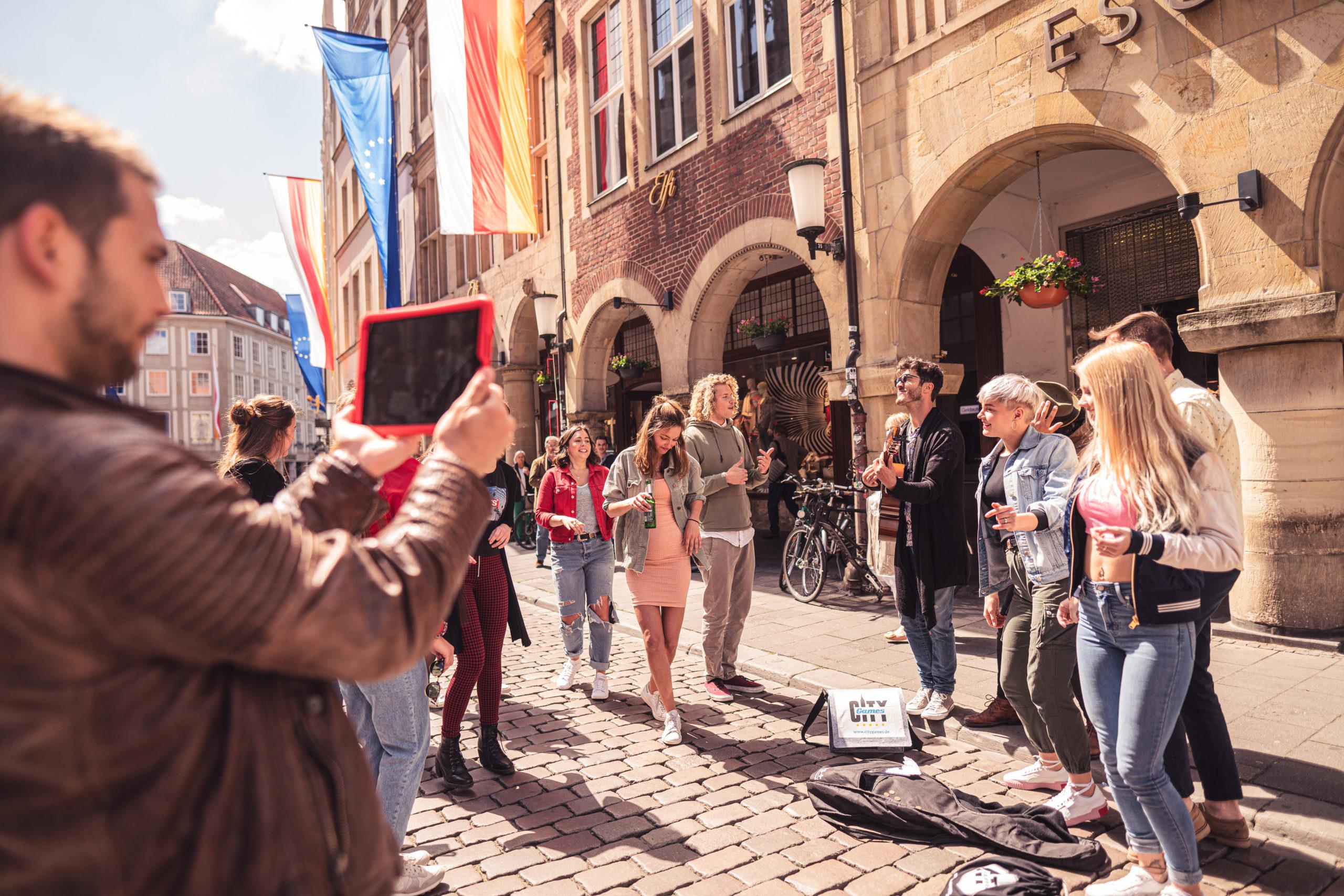 CityGames Mainz Sightseeing Party Tour: ausgelassene Partygruppe