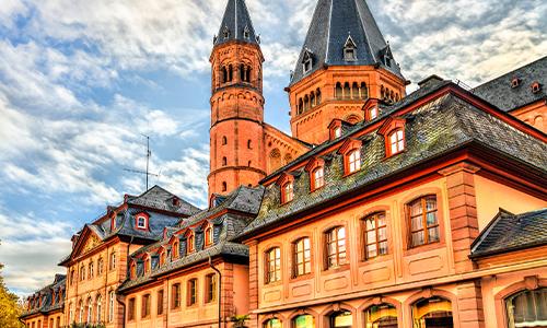 Schöne Herbstaufnahme von der St. Martin Kathedrale in Mainz